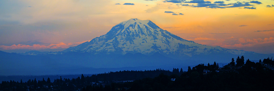 Mount Rainier from our Hotel im Abendrot