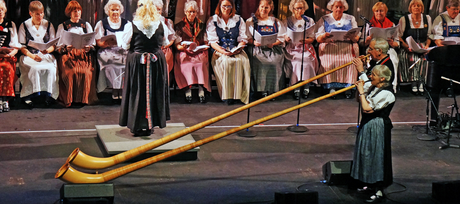 Alphorn Opening of Concert with Steve & Sue Fox